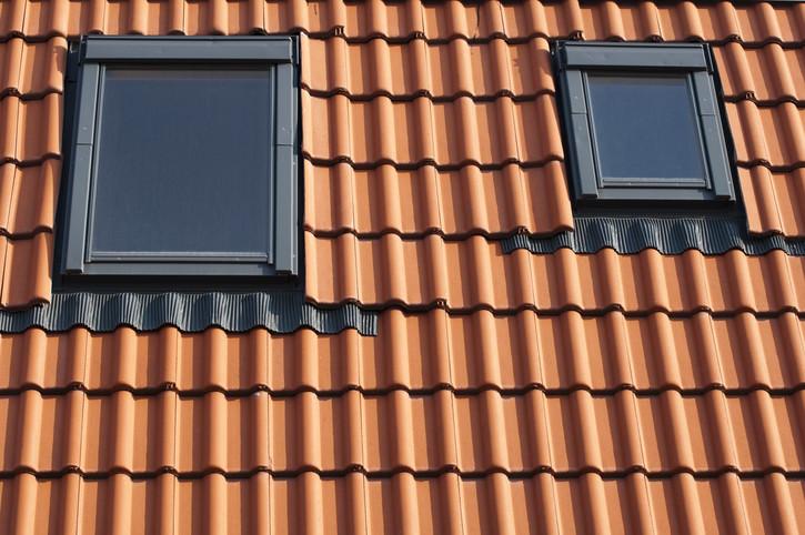 roto oder velux good schadegg teba dachfenster velux roto plisse plissee faltstore abdunkelung. Black Bedroom Furniture Sets. Home Design Ideas